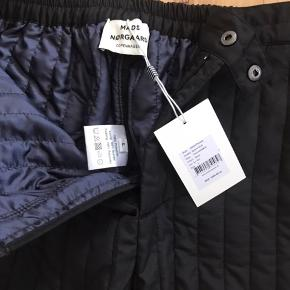 Termo bukser i sort. Aldrig brugt.