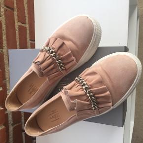 155ab8b6400 billi bi sneakers i en nude farve. pris 250kr brugt 1-2 gange