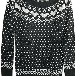 Sød ny strik fra H&M i str 42, farven er sort med grå hjerter og hvide lus. strikken er i 100% acryl #30dayssellout