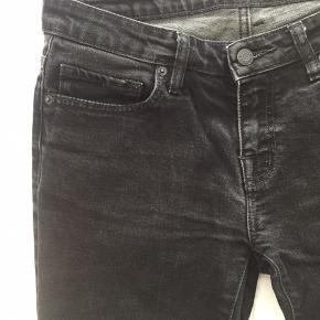 Edwin jeans i sort med fed vask, brugt en gang. Størrelse 29 x 34. 98% bomuld