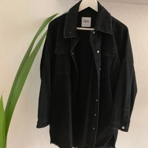 ZARA denim jakke Størrelse S.  Oversize fit.  Nypris 500