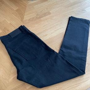 """Helt nye Tiger of Sweden """"Pistolero"""" jeans. Str 30/32 Prismærke er desværre røget af. Men jeg kan garantere at bukserne aldrig er brugt!  Kan sendes eller afhentes i Kbh"""