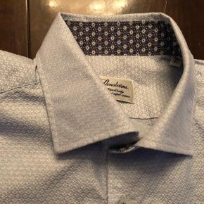 Str 16/41 fitted body skjorter sælges . 150 kr pr styk -skjorterne er næsten ubrugte og er af de nyere modeller.