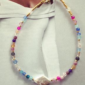 Nyhed - smuk regnbue armbånd med harlekin ferskvandsperle. 🌈  Pris 300.-   Fragtfri ved køb over 400.-   Se også mine andre annoncer.