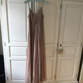 Smuk lang kjole