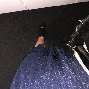 Super flot glimmer nederdel i en størrelse xs. Er aldrig brugt!🤩  Kom med et bud😄