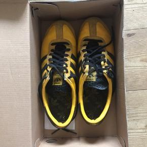 Fede retro sneakers fra adidas i gul - str 39 1/3 men passer en 38/39