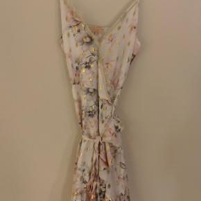 Fin slå om kjole fra Buch. Aldrig brugt.🌸