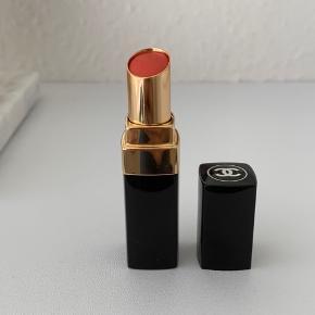 Cremet Chanel læbestift i en flot orange farve. Prøvet på, men den passer ikke rigtig til mig. Købt i Matas.