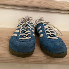 Sælger disse Adidas sneakers.  Størrelse 41 1/3.  BYD endelig;)
