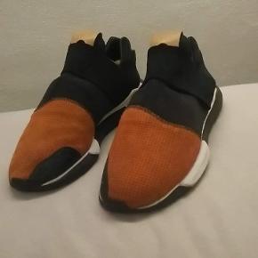 Fine Y3 Sneakers, en sko man ikke ser hver dag.