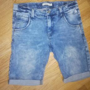 Jeans short rigtig fede brugte men pæne og velholdte sender gerne