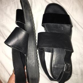 Str. 36.  Sorte Vagabond sandaler.