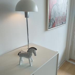 Stilfuld bordlampe 1 år gammel sælges  Np 599 kr