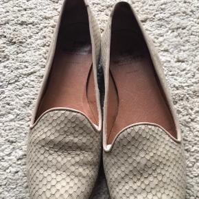 Krokko præget sko fra Wonders i blødt skind. Brugt få gange. Ny pris kr 899,-.