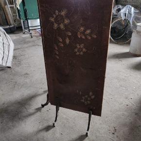 Kakkelovnensskærm.