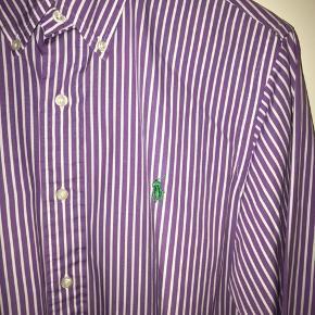 Ralph Lauren skjorte Str. M Brugt 3-5 gange, fremstår som ny.