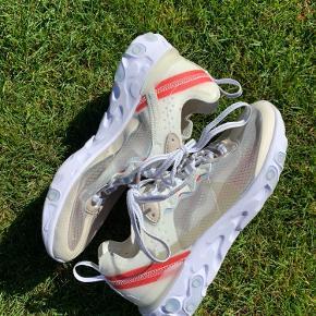 Nike React str 37,5 uden original boks, står til ca 4000kr på stockx  Legit check på sidste side, sælges til 2800 brugt meget lidt