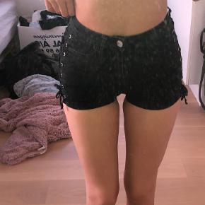 Næsten helt ubrugte shorts fra h&m❤️ Råt look. Byd💓
