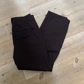Mørkebrune kontor bukser fra Mango. Str. 38. Brugt meget få gange.