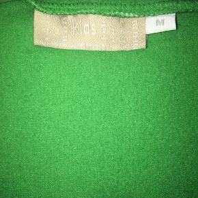 Dejlig varm grøn fleece trøje med lynlås og justerbar i siderne sælges. Rigtig lækker og svare til en str. S. 🤗 Jeg sælger også min trøje magen til i en lidt lysere lilla, hvis dette ikke lige er din farve. 😊 Mvh Julia Maria.