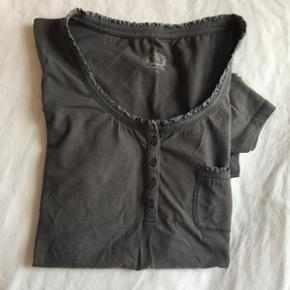 Grå t-shirt fra Soyaconcept str. XL