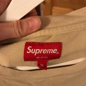 Sælger den super fede supreme trøje. Ny pris var omkring 700 kr. Prisen er ikke fast, så kom med et bud.