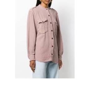 HELT NY skjorte str 36 ( fransk), men den er oversize, så kan passe fra 36-40 dk. Modellen hedder Jepson og den er netop købt for 2200 kr i Filuca V.