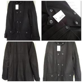 Brand: Kiomi Varetype: Lækker varm frakke Farve: Sort  Bryst 2x.61 Cm. Længde. 94 Cm Sender med DAO SE OGSÅ MINE 600 ANDRE ANNONCER👍