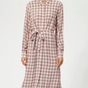 Super fin kjole, med slids 🌸