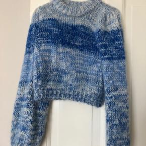 Jeg overvejer at sælge min smukke sweater fra ganni i en str. xs. Den fejler intet, og er dejlig varm til vinteren eller en sommeraften:)