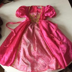 Fastelavn, udklædning prinsessekjole str s.  Den goda Fen.Svarer til str 4 år. Længden fra skulder og ned ca. 74 cm. God men brugt.