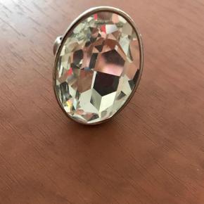 Sælger denne fede ring.    Sendes for købers regning    Handler med mobile pay  Ring Farve: Sølv