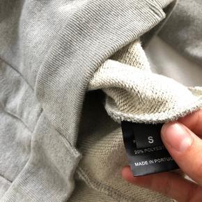 Rigtig lækker hoodie fra vetements i str S. BYD