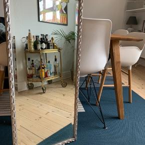 Sølv facet slæbet figurspejl fra Århus glasimport og glassliberi. Måler 98cm x 44cm og har en tykkelse på 2,5cm