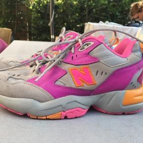 BYYD  Lækreste chunky sneaks!! New Balance 608 - Lilla + pink detaljer 💕💜💐🔥💥 Smukkeste sneaks som desværre er for små til mig 😭😭  Inder sål: 24,5 cm Bon haves. Nypris: 700kr
