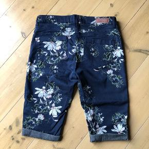 FREE|QUENT shorts