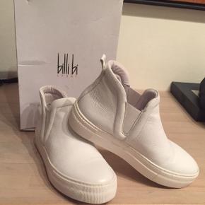 Et par super lækker hvid  Billi Bi støvle som kun har været brugt et par gange. Ingen mærker eller ridser.