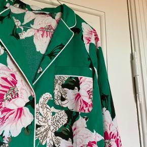 Envii skjorte  Str: Small Fin stand selvom den har været brugt en del