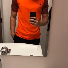 Nike DRI-FIT t-shirt sælges Nypris er 300 kr. Sælges til 100 kr.