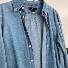 Flotteste skjorte fra Lee. Aldrig brugt 🤍 Kom med bud