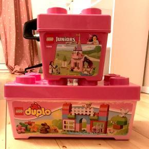 Den nederste kasse er med store LEGO den øverste er med små.