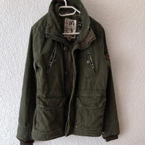 Veste d'hiver bien chaude matelassée vert militaire marque Mishumo (taille M)