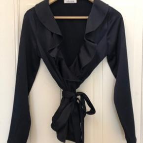 Super lækker trøje købt i Samsø & Samsø for 450kr. Jeg har brugt trøjen 1 gang, og den fejler ikke noget.