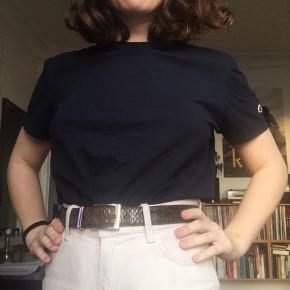 Mørkeblå T-shirt fra Champion🌼  Str S (herre-størrelse)  I virkelig god stand
