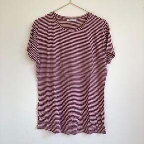 ❤️ Mega behagelig t-shirt i blødt materiale ❤️ Brugt 1 gang og er derfor i perfekt stand ❤️ Fitter småt