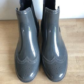 Lækre gummistøvler fra Day - super fin farve - str 37 og er helt normal størrelsesvarende 🌸 HELT NYE 🌸