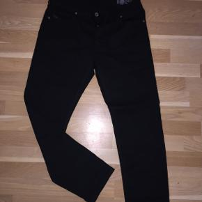 Size 31/30   Black 'Larkee-Beex' jeans from Diesel. Button fastening. Two slip pockets on the front and at the back. Tapered legs. 98% Cotton 2% Elastane