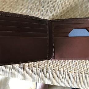 Lækker Mulberry pung til 8 kreditkort, sedler + mønter. Natural Wax Leather OAK - Aldrig brugt. Købt i Mulberry Århus.   Fast Pris 800,- PP
