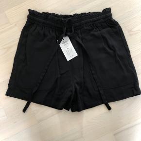 Helt nye højtaljede løbe shorts